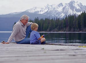 https://suonglamportland.files.wordpress.com/2012/10/grandpa_grandson_fishing.jpg